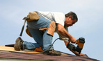 Twin Cities shingle installer